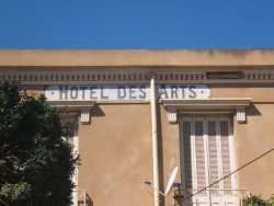 L'Hotel des Arts tenu par Mme FRONTEAU ---- il a gard� la m�me appellation c'est toujours un hotel m�me le caf� existe toujours