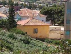 Rue de l'Abattoir La maison avec la r�serve d'eau en vert c'est la Maison de Loulou INGLADA Habit�e par SEFTA
