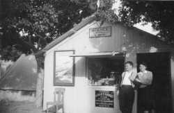 1954  Agence WERY  sur la place apr�s  le tremblement de terre