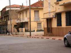 Rue Mala au premier plan: la Poste apr�s la maison EBERT puis le magasin RESTIKELLY  (Armurier et articles de p�che)