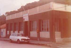 1984 - Route du port l'ex-caf� du Port de Ren� CACCIUTTOLO Au fond ... Maison WOLF ?