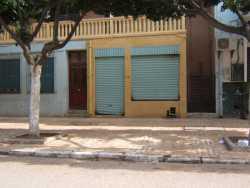 Rue d'Orl�ansville ---- Andr�e LACURIE (sage-femme) Antoine FORNIELES  (le seul coiffeur Dames de T�n�s) ---- � l'�tage : la famille ASSANTE et leurs filles