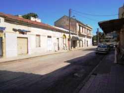 Rue : Georges Cl�menceau  (rue du Centre) Garage SERRAT et  maison BENNA� vers le march� cot� � l'ombre : Boulangerie PORTEILLA et Plomberie MEYLHAC