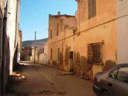 Au fond de la rue � la hauteur du poteau �lectrique: l'Ecole des SOEURS