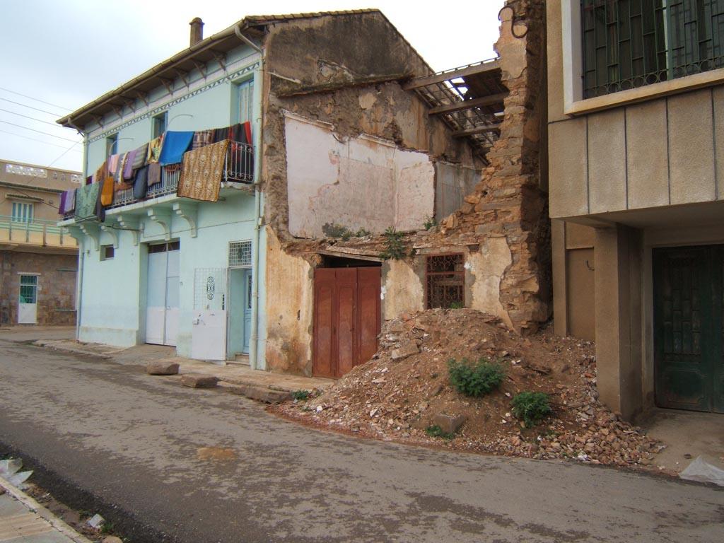 images de tenes habitations maison tomb e en ruine t n s. Black Bedroom Furniture Sets. Home Design Ideas