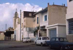 Rue de Cavaignac la fen�tre avec les barreaux arri�re de la Poste puis les maisons PARA, ROMEO et LACURIE