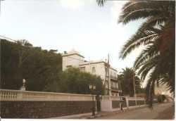 Maison du Bey de Tunis lorsqu'il �tait en exil puis Habitation pour la DDE