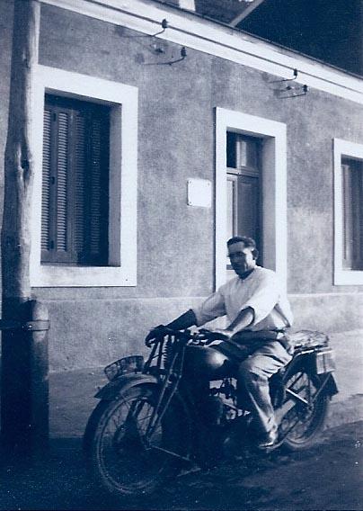 1936 Lucien Albentosa sur sa moto marque Terrot