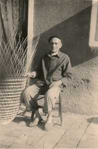 1948 ---- Dominique PELLEGRINO le marchand de nasses en plein travail