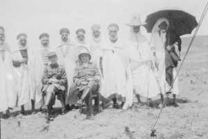 Pierre GARRISSON  en visite dans le douar  du Bachagha BOUALEM