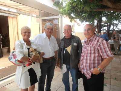 """Compagne de Jacky CIXOUS et son chien """"Mistigri"""" Claude ESTANAVE Eric CATHERINE Jacky CIXOUS"""
