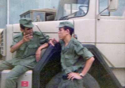 Djamel DERAMCHIA assis sur le camion
