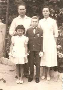 1957  communion solennelle d'Alain DI MEGLIO avec ses parents et sa soeur