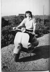 Annie en scooter