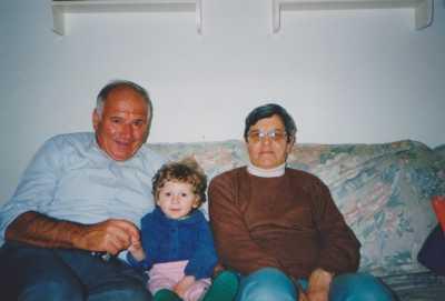 Albert GUYET et Francine XICLUNA avec un de leurs petits enfants