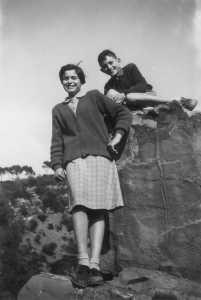 1952 promenade dans les gorges de l'oued Marguerite GOURGUES et Bernard GARRISSON