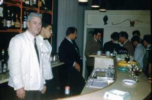 Janvier 1960 Hotel BAUDOUIN ---- Marcel ROMEO  Louis GOTNICH (avec la cigarette) Michel FRONTEAU  (costume blanc au fond)