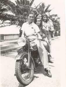 1948 : Promenade des Anglais ---- Roger GASSIER Mirande SIARI Maddy SEROR Evelyne SIARI Serge SEROR