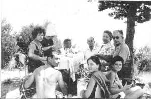 Sortie aux environs de LAVAUR (81) ---- Emilie BICHARD-BREAUD Gilberte CAMILLERI (sous le chapeau) Louis BICHARD-BREAUD Alexandre CAMILLERI Mme et Louis BOSC assis : JP CAMILLERI Viviane et Marie Ange BICHARD-BREAUD