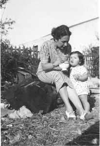 1939 Lucienne LANGENDORF avec son fils Marc (14 mois)