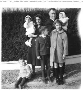 1966 - TOULOUSE Xaviere et Charles LASSUS avec leurs petits enfants
