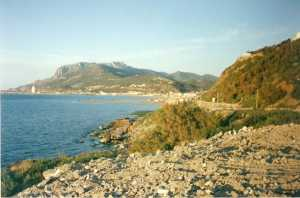 Le Cap TENES et le Port  vus de la route de l'Abattoir