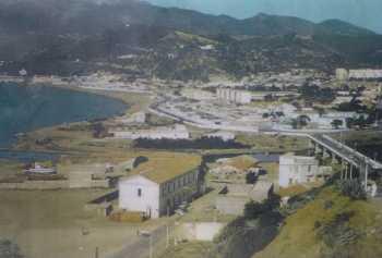 Le pont sur l'Oued Allalah et la plage