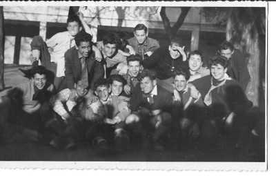 13 Mai 1958 Pensionnat St Joseph l'Escapade au GG ---- Rang du haut : GUERITE Bernard ROSEAU ? Jean Paul CAMILLERI LOUCHO ? CUNIN  Rang du Bas : BERNARDI GOMES Daniel MANSION PAQUETEAU ROUX-PARIS D'ANDREA ?
