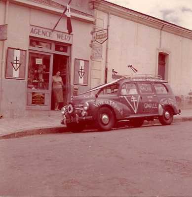 Mai 1958  La 203 de WERY Guy devant son Agence Sur le pas de la porte WERY Rose-Marie