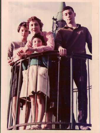 TENES - Le Phare du Port - 1959 Christiane CAMILLERI Lucienne MANZANARES Jean Paul CAMILLERI