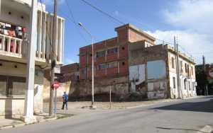 TENES - 28 Septembre 2012 Destruction de la maison  de la famille MAZOUNI rue MALA, voisin de la famille GUICHARD