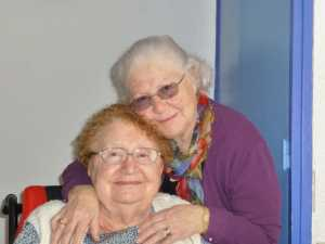 Lucienne BERNICOLA et sa soeur   Josette BERNICOLA    (Epouse PAREJA)