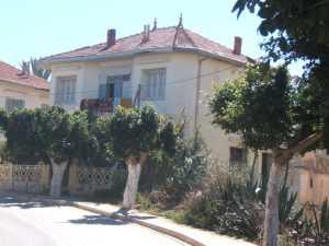Maison de la Famille PARCOT en face de la maison METIVET