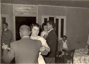 1954 - Villa Albert GASSIER ---- Paulo ALLEMAND dansant avec Simone PEREZ  et Georgette GUILLEMY avec ?