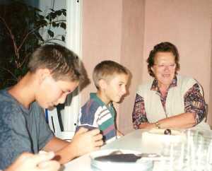 Eliane POLI et ses petits enfants Vincent et Olivier