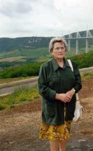 1999 Arlette SUIRE au pont de Millau ---- Merci Arlette d'avoir bien voulu nous communiquer ces photos