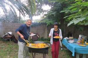 Jean-Pierre CACACE qui compte les grains de riz Marguerite LAMBERT