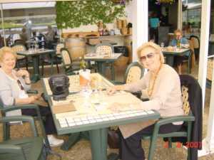 Mme Carle et Suzy SAGUES Lac de Christus  (St Paul les Dax)