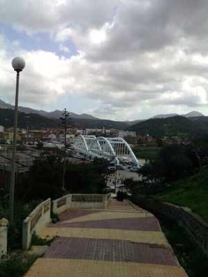 Le nouveau pont sur l'Oued Allala vu depuis la grimpette