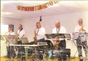 Jacky TORREGROSSA - 2010 ---- Saxophone de la Fanfare de  son village de GIGEAN (34)