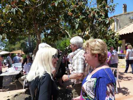 Danielle TUESTA et Alice TORREGROSSA qui se rappellent le bon vieux temps chez LEVY