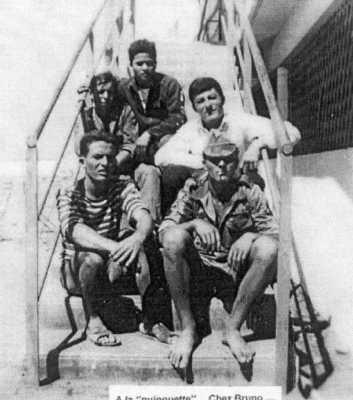 A la Guinguette en 1959  ---- de bas en haut :  Jaques TORRES Claude FERO  Henri MEYSONNAT Gabriel BANOS  un soldat du commando Viet