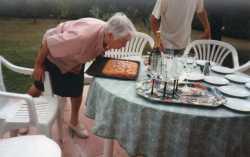 Aline VICIDOMINI soufflant sur ses bougies  de ses 90 ans (2006)