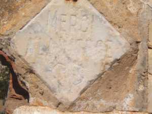 """Statue de La Vierge Plaques de remerciements ---- """"MERCI A LA VIERGE"""""""