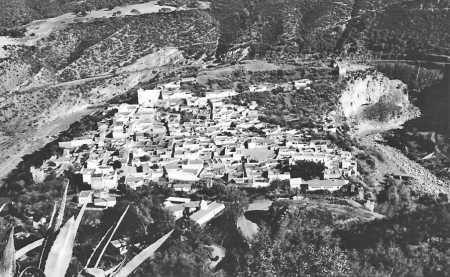 Vue du Vieux-TENES  prise de Sidi ABELKADER vers 1950
