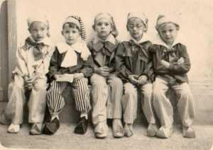 Ecole Maternelle Les petits nains de la montagne ---- 1- x 2- Jean-Louis MARINI 3- Pierre RESTIKELLY 4- Daniel WERY 5- Patrick MENCIAS