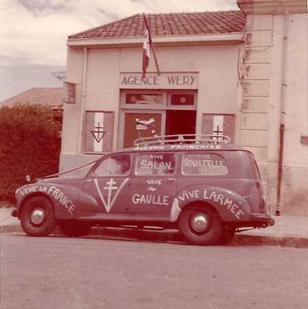 """Mai 1958  Rue Oudinot la 203 de WERY Guy """"LA GRANDE DESILLUSION"""" Sur les vitres : VIVE SALAN - VIVE SOUSTELLE"""