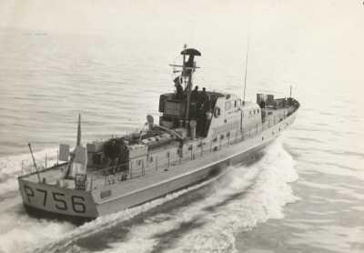Le P756 dans la baie de TENES