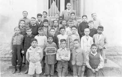 OUED-FODDA 1950 Henri WOLF l'instituteur En bas a droite: Ali GUAZOU