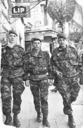 A Alger, pendant le putsch en avril 1961  Au centre Daniel PEREIRA